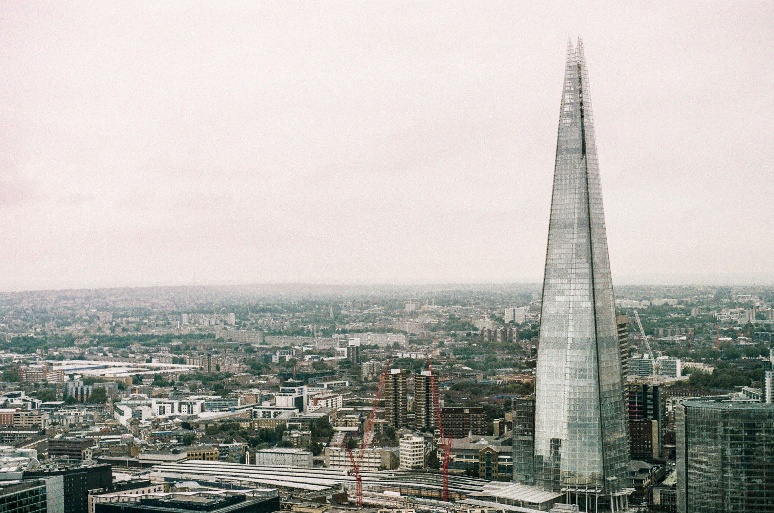 Jakie były początki kształtowania się miast? Co wpłynęło na ich powstanie i dalszy rozwój?